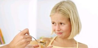 some early warning signs of teenager eating disorder